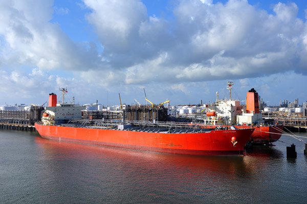 chemical tanker loading
